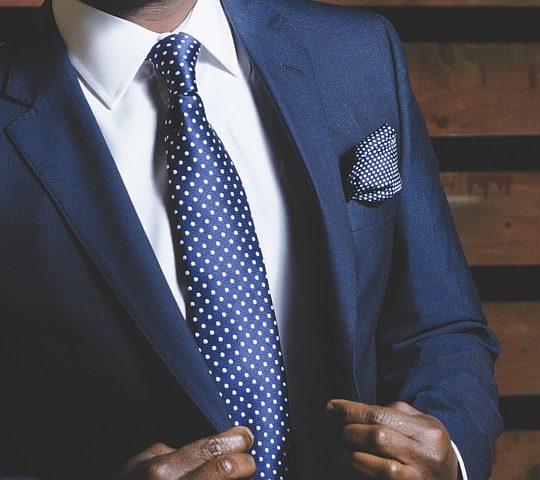 Jak dobrać koszulę do garnituru